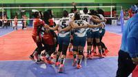 Tim bola voli putri DKI Jakarta merayakan kemenangan atas Jawa Tengah pada laga final Pra PON XX/2020 Papua di GOR Bulungan, Jakarta Selatan, Sabtu (10/8/2019). (foto: PBVSI)