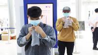 Calon penumpang mengikuti tes GeNose sebelum naik kereta api. Fofot (istimewa)