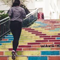 Ilustrasi Running Outerwear | unsplash.com