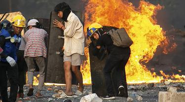 FOTO: Potret Kerasnya Protes Menentang Kudeta Militer Myanmar