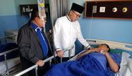 Ketua MPR Zulkifli Hasan menjenguk korban kerusuhan 22 Mei di rumah Sakit Tarakan. (Istimewa)