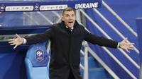Ekspresi pelatih Ukraina, Andriy Shevchenko, saat melawan Prancis pada laga Kualifikasi Piala Dunia di Stadion Saint Denis, Paris, Kamis (25/3/2021). Kedua tim bermain imbang 1-1. (AP Photo/Thibault Camus)