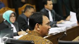 Gubernur DKI Jakarta Basuki T Purnama saat menjalani sidang di Pengadilan Tipikor, Jakarta, Senin (25/7). Ahok menjadi saksi terkait kasus suap proyek reklamasi. (Liputan6.com/Immanuel Antonius)