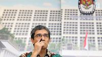 Mantan Komisioner KPU, Hadar Nafis Gumay saat menghadiri pemberian pernyataan sikap bersama kelompok lintas organisasi pemerhati Pemilu terkait dilaporkannya Komisioner KPU ke Polda Metro Jaya di Jakarta, Rabu (30/1). (Liputan6.com/Helmi Fithriansyah)