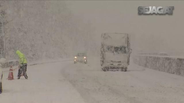 Hujan salju hebat melanda Korea Selatan, akibatnya wilayah pegunungan negara itu diselimuti salju setebal 50 cm