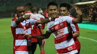 Bayu Gatra saat laga Madura United vs Barito Putera di Stadion Gelora Ratu Pamelingan, Pamekasan (26/3/2018). (Bola.com/Aditya Wany)