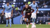 Striker Leicester City, Jamie Vardy, berhasil mencetak tiga gol sekaligus membantu timnya menang 5-2 atas Manchester City pada laga pekan ketiga Premier League, di Stadion Etihad, Minggu (27/9/2020) malam WIB. (Laurence Griffiths/Pool via AP)