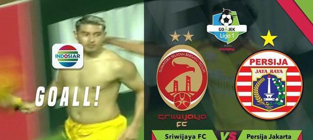 Esteban Vizcarra mencetak gol berkat tak sempurnanya bola yang dibuang Maman Abdurrahman saat Sriwijaya hadapi Persija Jakarta.