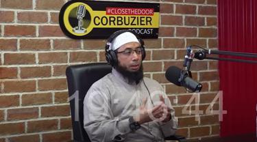 Ustaz Khalid Basalamah di podcast Deddy Corbuzier (YouTube/ DeddyCorbuzier)