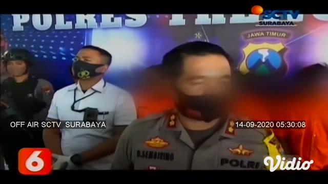 Polisi menangkap lima orang yang diduga melakukan teror pelemparan bom molotov di Trenggalek, Jawa Timur. Lima orang tersebut adalah VC, FV, DN, RS, dan GS. Mereka adalah warga Kecamatan Pogalan, Trenggalek. Aksi tersebut dilakukan tersangka sebagai ...