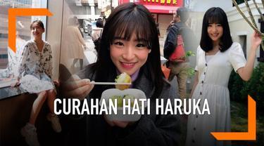 Haruka Nakagawa, mantan personil JKT48 mengungkap kisah keluarga dan masa kecilnya yang penuh kesedihan. Hal itu ia sampaikan lewat Instagram saat dirinya berulang tahun ke-27.