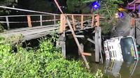 Truk Tercebur Ke Sungai (Foto: INN)