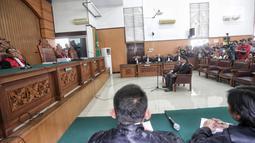 Suasana sidang lanjutan kasus ujaran kebencian terdakwa Ahmad Dhani di PN Jakarta Selatan, Senin (28/1). Dalam sidang beragendakan vonis tersebut, hakim menuntut Ahmad Dhani dengan pidana penjara 1 tahun 6 bulan. (Liputan6.com/Faizal Fanani)