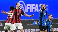 Momen saat Zlatan Ibrahimovic mendapat kartu merah saat AC Milan bertemu Inter Milan pada perempat final Coppa Italia, Rabu dini hari WIB. (MIGUEL MEDINA / AFP)