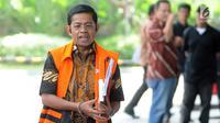 Mantan Menteri Sosial Idrus Marham tiba untuk menjalani pemeriksaan di gedung KPK, Jakarta, Rabu (15/4/2019). Idrus Marham menjalani pemeriksaan sebagai saksi untuk tersangka Dirut nonaktif PT PLN Sofyan Basir terkait kasus dugaan suap proyek PLTU Riau-1. (merdeka.com/Dwi Narwoko)