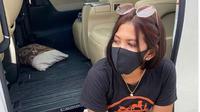 Wanita di Pasuruan Bagikan Nasi Bungkus, Sembako dan Uang Rp1 Juta. (dok.Instagram @pratisia.kurniawati/https://www.instagram.com/p/CAX8LUQnAay/Henry)