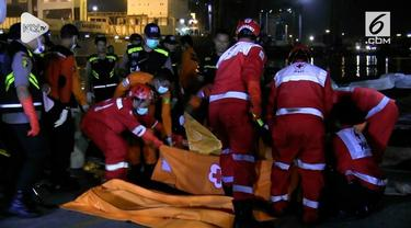 Basarnas kembali membawa  2 Kantong Jenazah ke Posko Dermaga JITC. jenazah dibawa bersama sejumlah barang milik penumpang lion Air JT 610
