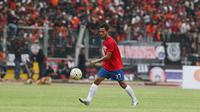Maldini Pali saat membela PSM Makassar pada Trofeo Persija di Stadion Utama Gelora Bung Karno, Jakarta. (Bola.com/Nicklas Hanoatubun)