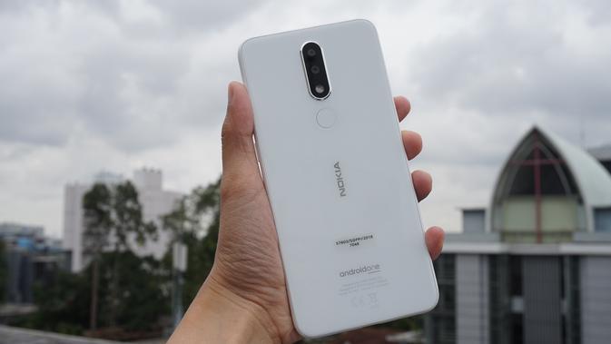 Nokia 5.1 Plus yang bodinya berwarna putih (Liputan6.com/ Agustin Setyo W)