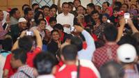 Jokowi menghadiri Kongres Nasional Barisan Relawan Jokowi Presiden 2014 (Bara JP) di Asrama Haji, Jakarta, Rabu (13/8/14). (Liputan6.com/Herman Zakharia)