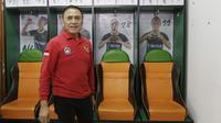Ketua PSSI, Mochammad Iriawan, melihat ruang ganti pemain saat melakukan inspeksi ke Stadion Pakansari, Bogor, Selasa (3/3/2020). Kegiatan tersebut dalam rangka melihat kesiapan veneu jelang piala dunia U-20 pada 2021. (Bola.com/M Iqbal Ichsan)