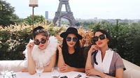 Nindy Ayunda, Ashanty, Olla Ramlan dan Ririn Ekawati Liburan di Paris (Sumber: Instagram/ashanty_ash)