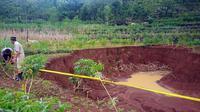 Tanah ambles di Desa Krambilsawit, Saptosari,Gunungkidul. Foto: Bambang Purwanto