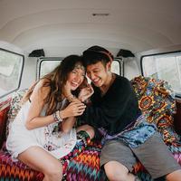 Melihat indahnya senyum bahagia Nadine Chandrawinata usai menikahi Dimas Anggara. (instagram/nadinelist)