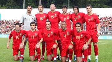 Portugal's national soccer team is pictured before the friendly football match against Georgia in Viseu, northern Portugal, on May 31, 2008. AFP PHOTO / FRANCISCO LEONG