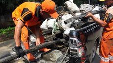 Djarot geram dan berjanji akan mengusut tuntas temuan kulit kabel di gorong-gorong Ibu Kota.