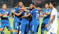 PSIS Semarang meraih kemenangan 2-0 atas Arema FC dalam uji coba di Stadion Moch Soebroto, Magelang, Sabtu (11/5/2019). (Bola.com/Vincentius Atmaja)