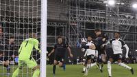 John Stones dari Manchester City mencetak gol pembuka selama pertandingan sepak bola Liga Inggris lawan Fulham di stadion Craven Cottage di London, Inggris, Sabtu 13 Maret 2021. (Adam Davy / Pool via AP)