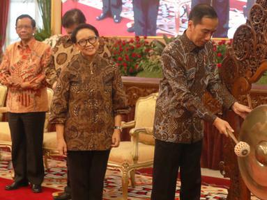 Presiden Joko Widodo saat membuka Peresmian Pembukaan Rapat Kerja di Istana Negara, Jakarta, Kamis (9/1/2020). Rapat Kerja tersebut di hadiri Kepala Perwakilan Republik Indonesia dengan Kementerian Luar Negeri. (Liputan6.com/Angga Yuniar)