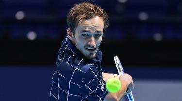 FOTO: Daniil Medvedev Raih Gelar Juara ATP Finals