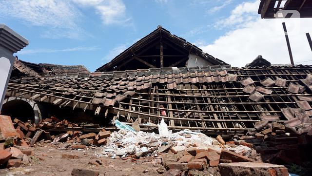 Rumah-Rumah di Kampung Majangtengah Rusak Akibat Gempa