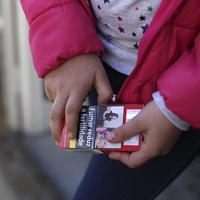 Gara-gara memperbolehkan anak-anaknya merokok, desa ini pun langsung curi perhatian masyarakat dunia. (Ilustrasi: toronto.citynews.ca)