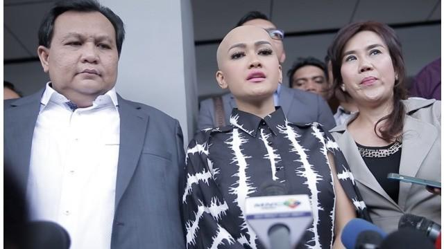 Julia Perez kembali menelan kekecewaan lantaran Gaston Castano tidak hadir di pengadilan untuk sidang cerai yang kedua. Padahal, sebelumnya ia melihat postingan Gaston sedang berlibur.