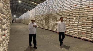 Jokowi tinjau Bulog.