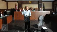 Jero Wacik saat menjalani sidang vonis di Pengadilan Tindak Pidana Korupsi (Tipikor), Jakarta, Selasa (9/2). Jero Wacik Divonis 4 Tahun Penjara dan Ganti Uang Rp 5 Miliar. (Liputan6.com/Helmi Afandi)