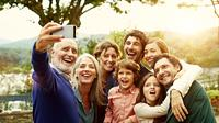 Menikah bukan hanya menyatukan dua hati, tapi juga dua keluarga. (Foto: verywell.com)