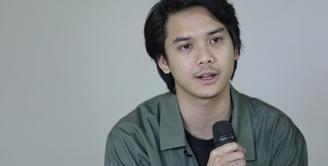 Baskara Mahendra saat di kantor Fimela.com, di Gondangdia, Jakarta Pusat, Kamis (16/1/2020). (Adrian Putra/Fimela.com)
