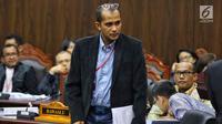 Ahli dari TKN Prof Edward Omar Syarief Hiariej saat mengikuti sidang sengketa Pilpres 2019 di Gedung MK, Jakarta, Jumat (21/6/2019). Sidang beragendakan mendengar keterangan saksi dan ahli dari pihak terkait yakni paslon nomor urut 01 Jokowi-Ma'ruf Amin. (Liputan6.com/Johan Tallo)
