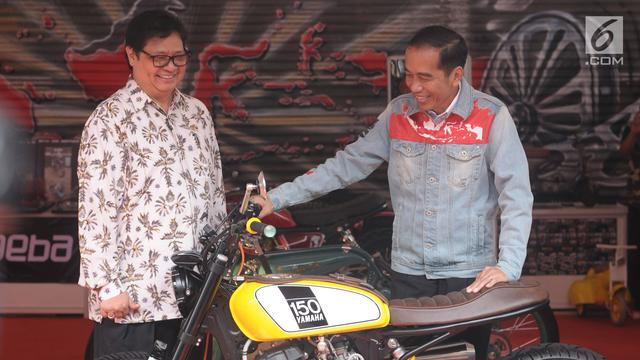 Kenakan Jaket Jeans, Presiden Jokowi Tinjau IIMS 2018