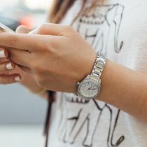 Ilustrasi Belajar dari Aplikasi Lewat Ponsel Credit: unsplash.com/Paul