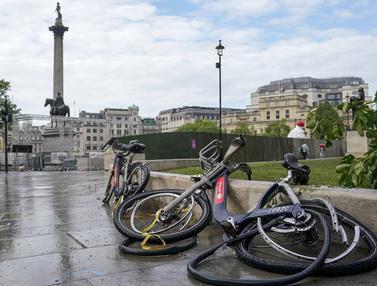 Foto: Yang Tersisa Usai Laga Final Euro 2020 di Inggris, Sampah Berserakan Hingga Rusaknya Fasilitas Umum