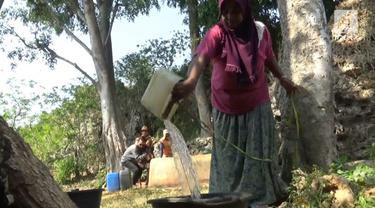 Dilanda musim kemarau, membuat warga di Tuban, Jawa Timur, mengalami krisi air.