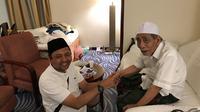 Kiai Maimun Zubair atau Mbah Moen menerima tamu di Makkah. (Istimewa)