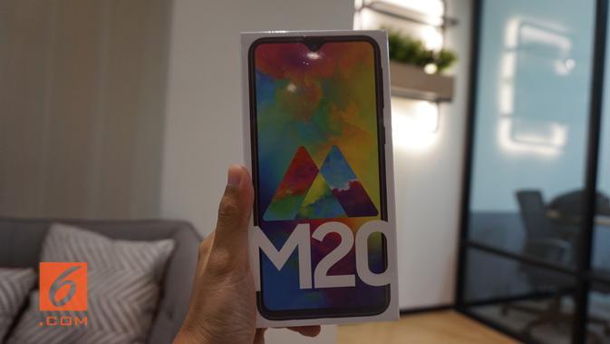 Boks Samsung Galaxy M20 (Liputan6.com/ Agustin Setyo W)