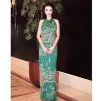 Untuk yang satu ini, Raline Shah cantik anggun memakai long dress berwarna hijaunya. Paras cantik Raline sangat memesona dan pastinya memukau banyak orang.  (Instagram/ralineshah)