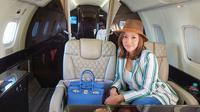Gaya Maia Estianty naik jet pribadi (Sumber: Instagram/maiaestiantyreal)